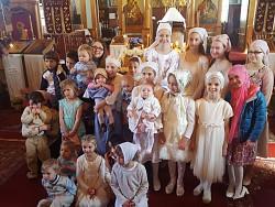 Parish youth photo at Pascha